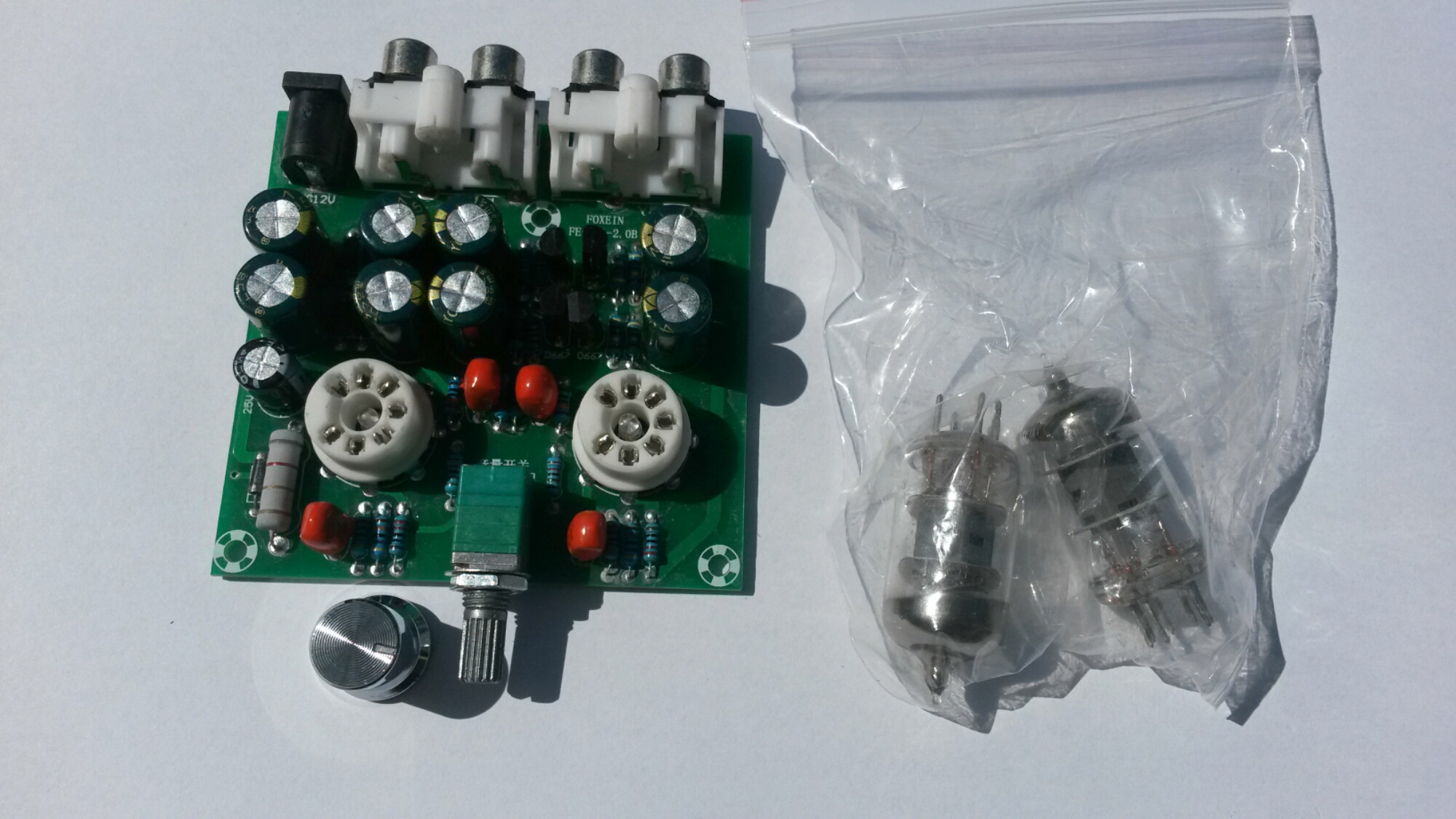 Tube Preamp Kit Fe 6j1 20b Module Volume Control Amplifier Headphone Board Diy There Seem To Be Some Small Leds In The Center Of Sockers Those Are Blue That Make Tubes Glow Color