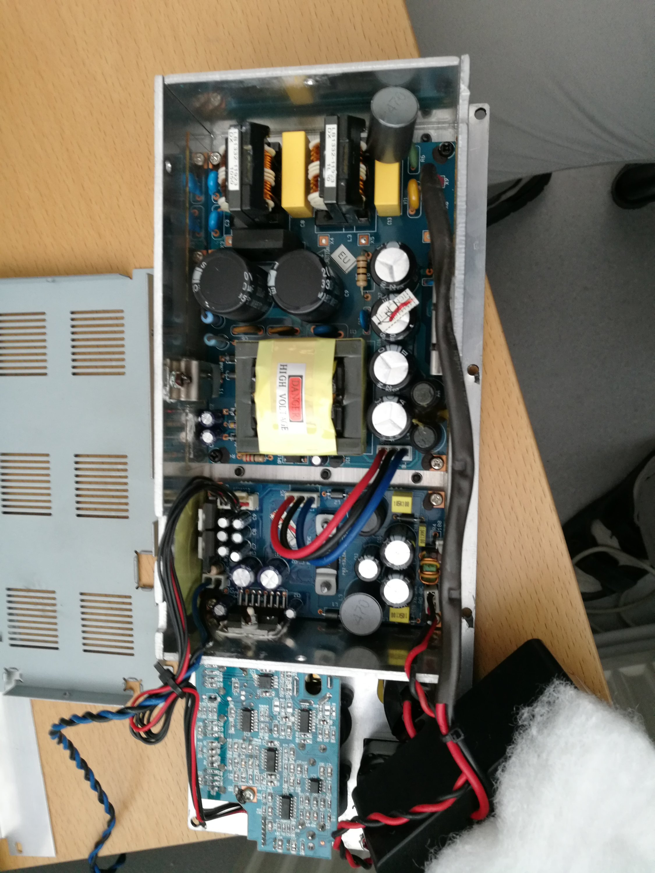 Behringer B208d Teardown